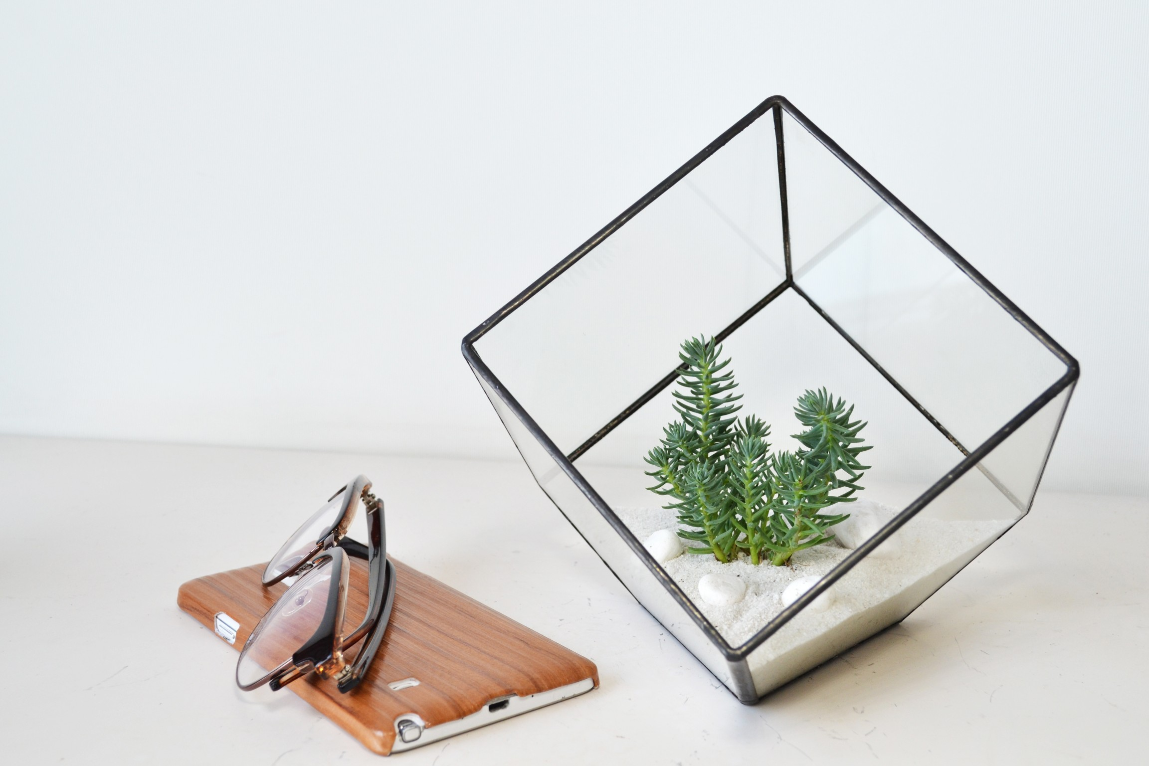 Cube (Medium) - Minimalist Style